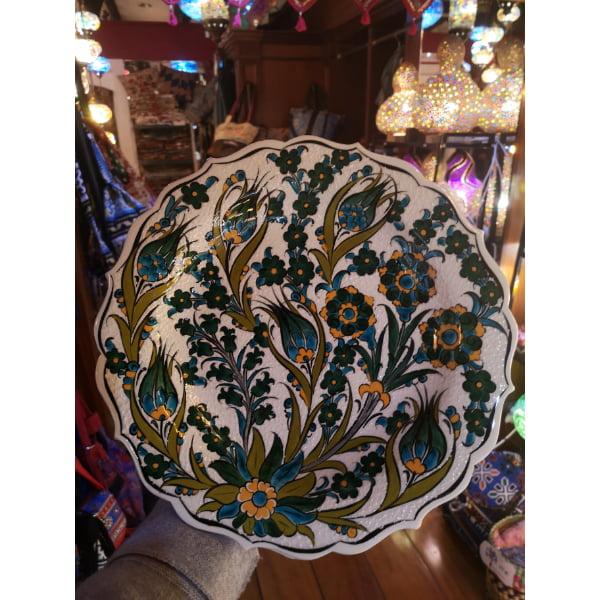 Plato de cerámica pintada a mano